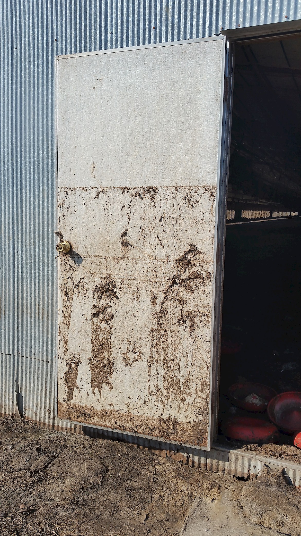 Level of floodwater seen on a poultry house door (Source: Gary Flory, 2018).